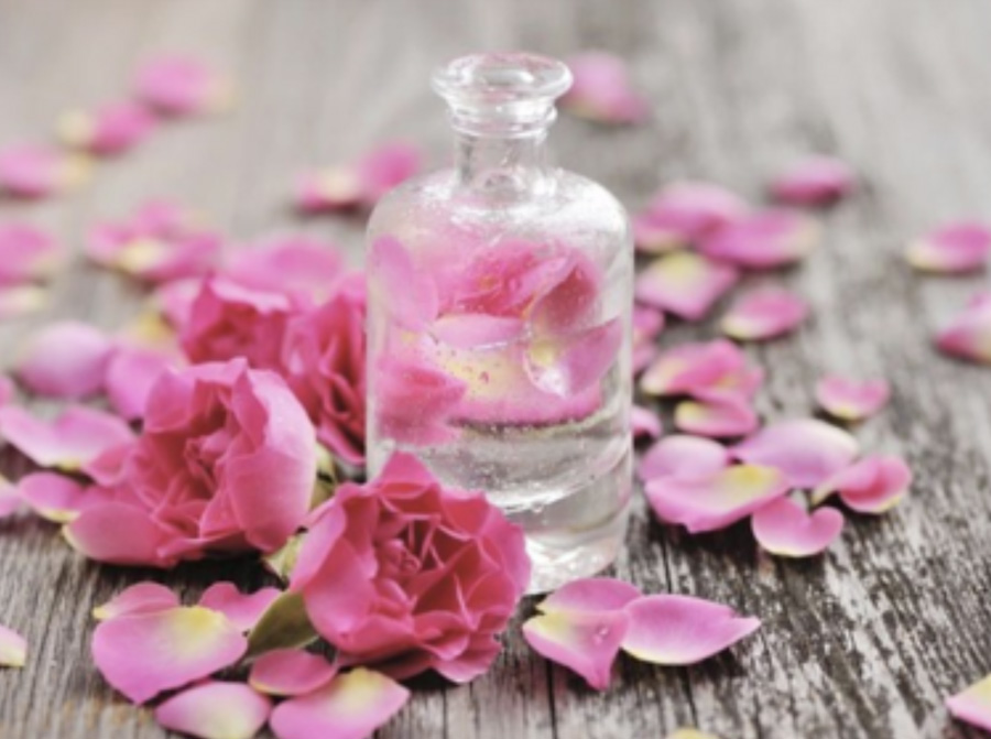Gezonde huid door super rozenwater!